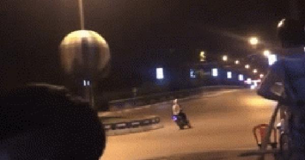 Hai thanh niên chạy xe với tốc độ cao và cú đâm kinh hoàng giữa ngã tư