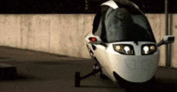 LẠ: Môtô thiết kế như xe hơi, thân giống cá voi sát thủ, chạy cực ngầu