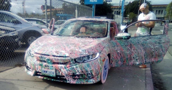 Góc khác người: Chủ Honda Civic độ theo kiểu... vẩy sơn từ ngoài vào trong, ai nhìn cũng tức mắt