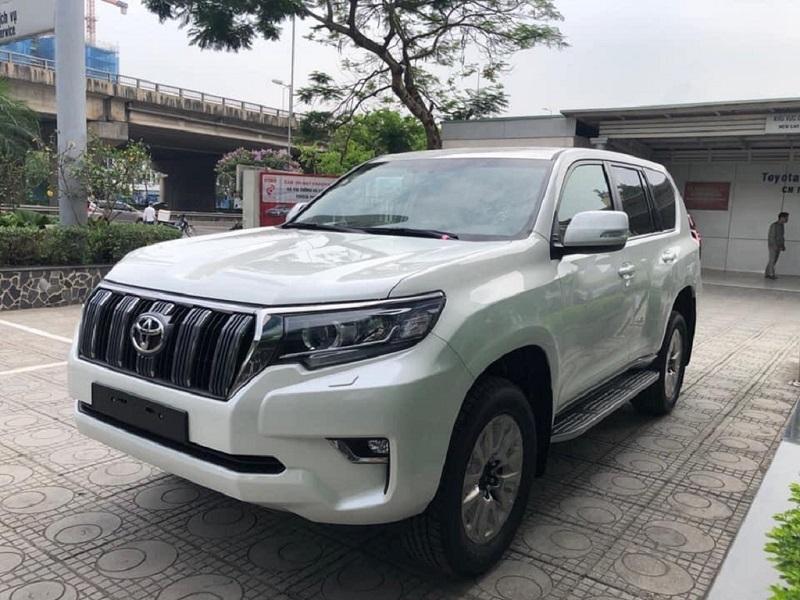 Toyota Hiace, Granvia và Land Cruiser Prado có mặt tại Việt Nam