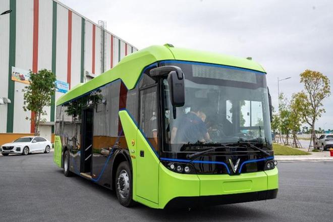 Xe buýt điện VinBus đi vào hoạt động