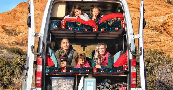 """Cặp vợ chồng mê xê dịch hô biến chiếc xe tải thành không gian sống """"di động"""" cho 5 người du lịch quanh châu Âu"""