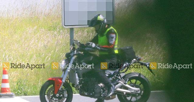 """Lộ ảnh thực tế của """"quái thú"""" Ducati Monster 2021"""