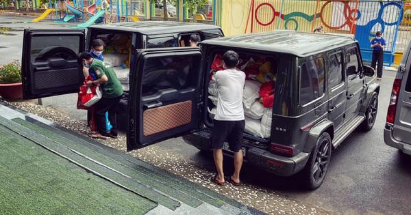 Phan Công Khanh mang bộ đôi Mercedes-AMG G 63 đi tặng quà cho hoàn cảnh khó khăn ở Sài Gòn