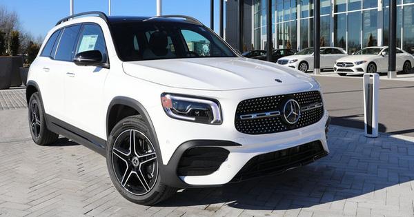 Loạt xe sang BMW, Mercedes, Audi nhập về Việt Nam có thể giảm giá tới cả tỷ đồng, VinFast được xuất khẩu xe 'giá rẻ' sang châu Âu