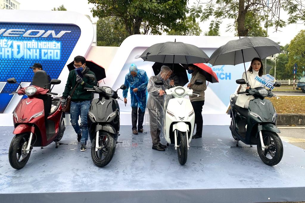 VinFast ra mắt xe máy điện cạnh tranh Honda Vision, SH