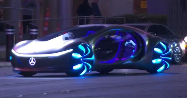 Video: Xem siêu phẩm tương lai của Mercedes-Benz lăn bánh trên phố