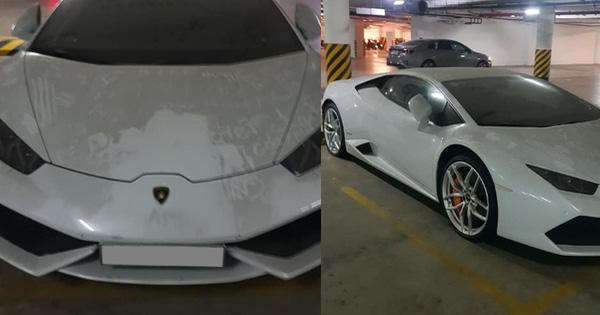Xót xa hình ảnh Lamborghini Huracan chính hãng phủ bụi, chủ xe