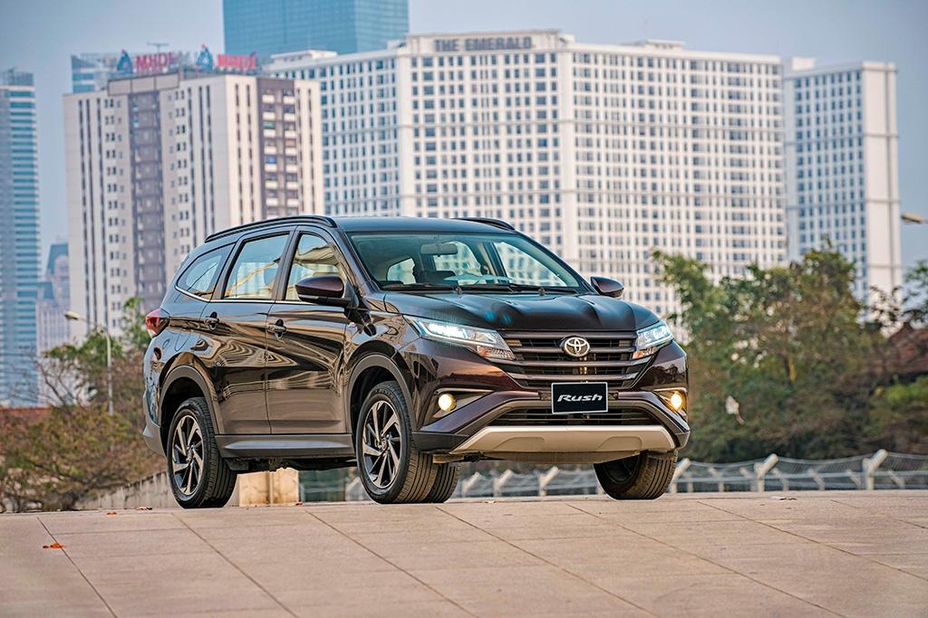 Toyota Rush giá 633 triệu, giá mới ngang ngửa Xpander