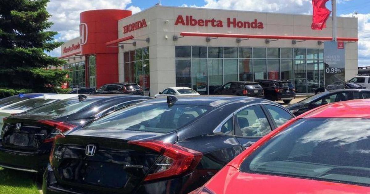 Đại lý Honda bị kiện nhân quyền vì sa thải nhân viên mặc áo xuyên thấu