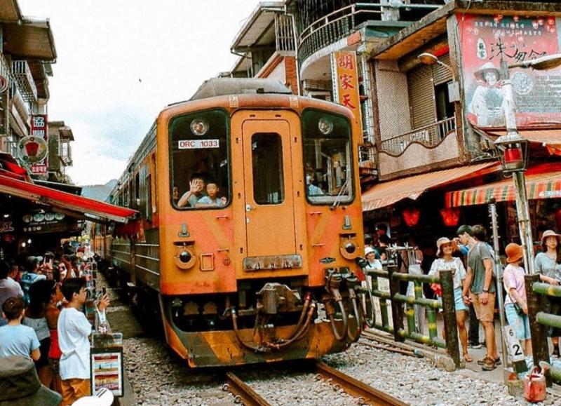 3 tuyến đường ray nguy hiểm thế giới thành điểm du lịch nổi tiếng