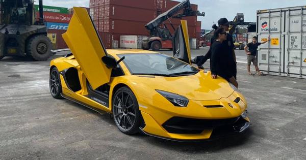 Sau 5 tháng, Lamborghini Aventador SVJ thứ hai chính thức cập bến về Việt Nam với màu sơn ấn tượng