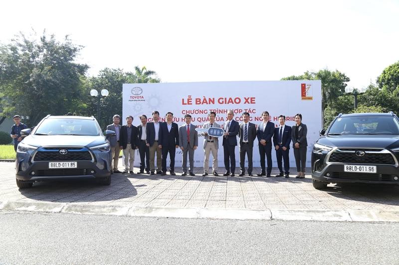 Toyota bàn giao xe Corolla Cross cho Đại học Bách Khoa Hà Nội