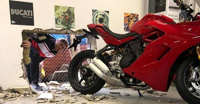Khoan tường đánh cắp Ducati Panigale V4R, tên trộm bỏ lỡ Desmosedici RR bản giới hạn