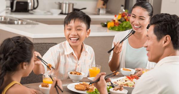 PGS.TS Nguyễn Duy Thịnh: Những lưu ý quan trọng khi ăn uống để phòng chống Covid-19 hiệu quả khi gia đình quây quần bên mâm cơm tại nhà
