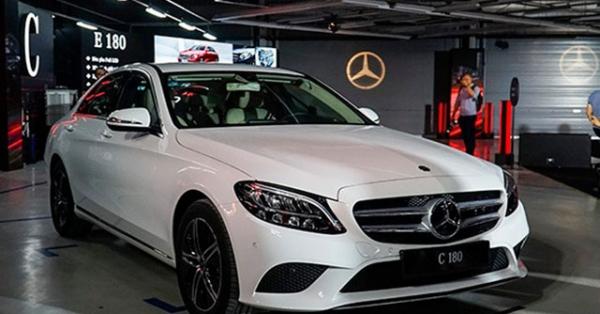 Mercedes-Benz C-Class giảm giá tới 200 triệu đồng