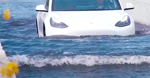 Xe điện Tesla Model 3 chạy xé lũ, lội nước như tàu ngầm