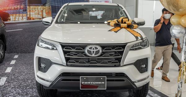 Đánh giá nhanh Toyota Fortuner 2021 bản rẻ nhất vừa ra mắt: Bên ngoài như bản cao, bên trong gây bất ngờ