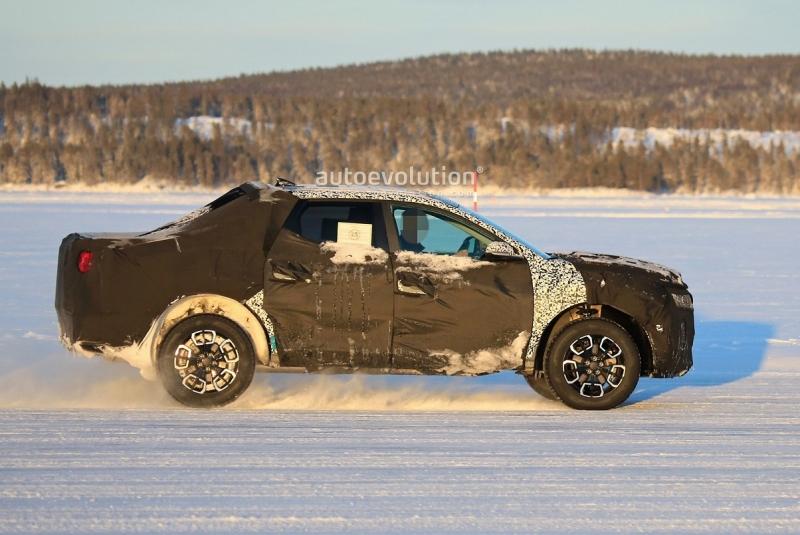 Bán tải Hyundai Santa Cruz đấu Ford Ranger bằng giá rẻ