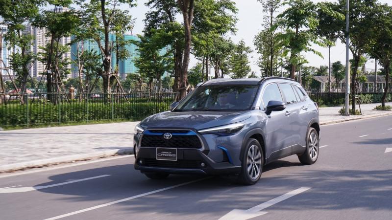 Đánh giá xe Toyota Corolla Coross 1.8 HV: Đột phá an toàn, êm ái