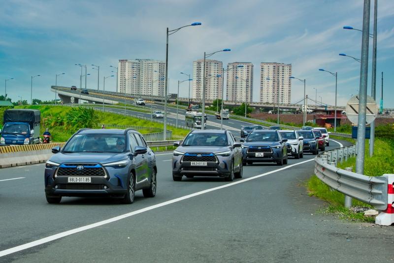 Giải mã 'cơn mưa' xe Toyota mới: Giảm giá, tăng an toàn và...?