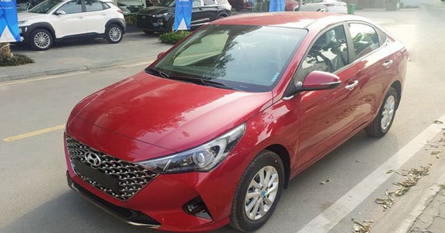 Hyundai Accent 2021 bản tiêu chuẩn bất ngờ xuất hiện trên đường phố