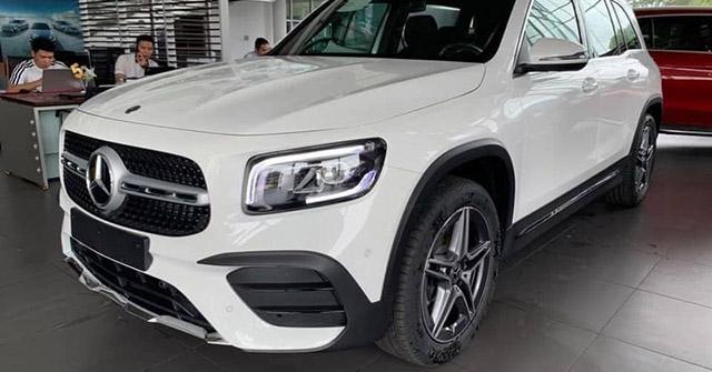Cận cảnh Mercedes-Benz GLB 200 AMG tại đại lý, giá 2 tỷ đồng
