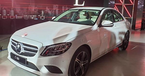 Cận cảnh Mercedes-Benz C180 2020 tại Việt Nam, có giá 1,399 tỷ đồng